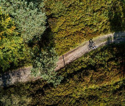 Luftbild eines Bikers am Kahlen Asten