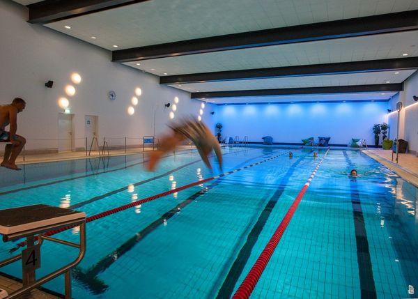 Sportbecken im Schwimmbad Winterberg