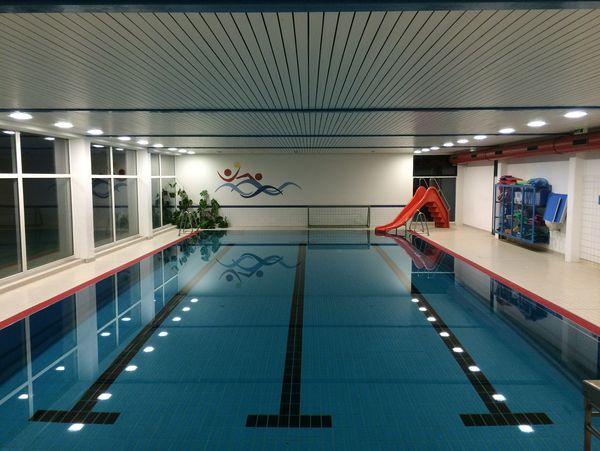 Großes Schwimmbecken des Hallenbad Siedlinghausen