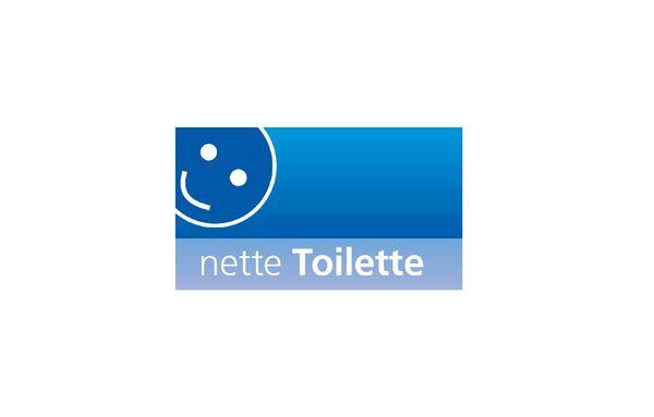 Das weiße Logo der Netten Toilette mit einem Smiley auf blauem Grund