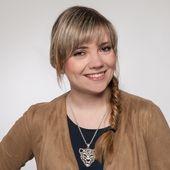 Mitarbeiterfoto von Julia Aschenbrenner