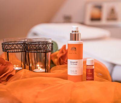 Kerzen und Massageöl