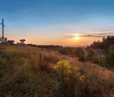 Die Landschaft des Goldenen Pfads bei Sonnenuntergang